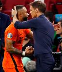 Memphis Depay krijgt een publiekswissel van Frank de Boer.