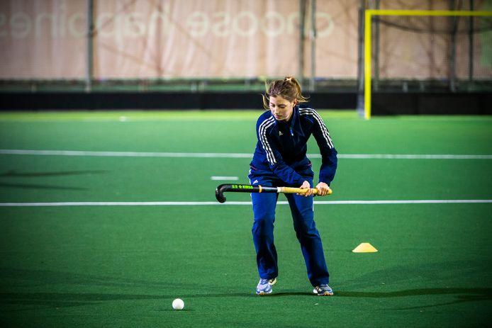 Maren Verbunt (27) in actie op het hockeyveld van Leonidas.