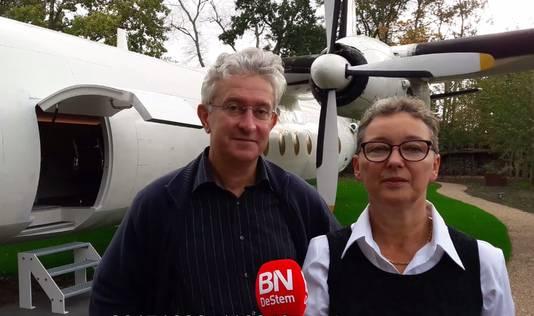 Gerhard Horstink en Esther Slootweg van B&B Haute Bruyere in Hoogerheide bij hun Fokker F27 Friendship die als suite is ingericht.