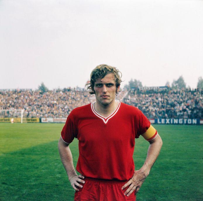 3 oktober 1971: Piet Keizer, aanvoerder van Ajax in het succesvolste seizoen uit het bestaan van de club.