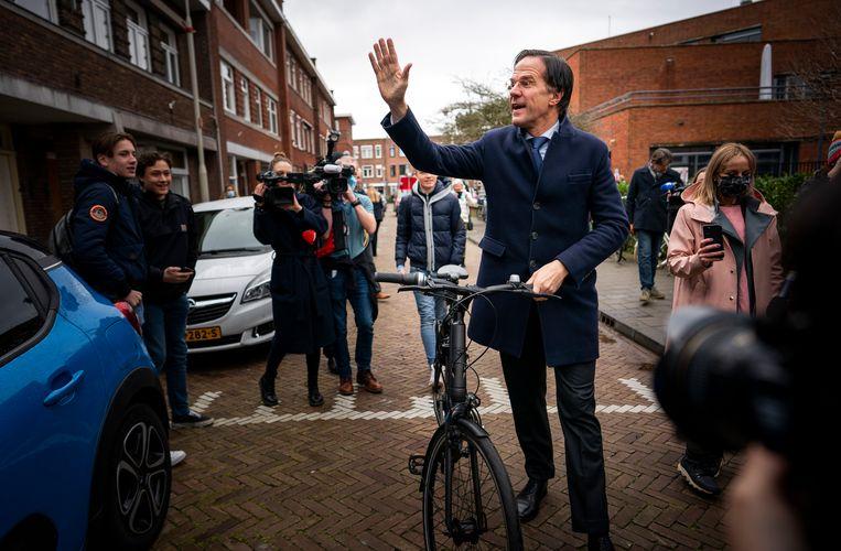 Mark Rutte woensdag na het uitbrengen van zijn stem op zijn oude basisschool in Den Haag.  Beeld Freek van den Bergh / de Volkskrant