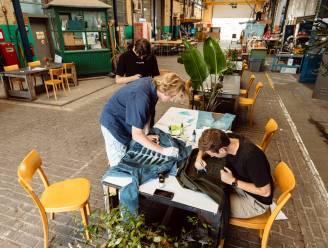 """Studenten starten duurzaam kledingevent 'Tegendraads': """"Gooi oude kleding niet weg, maar maak er iets nieuws van"""""""