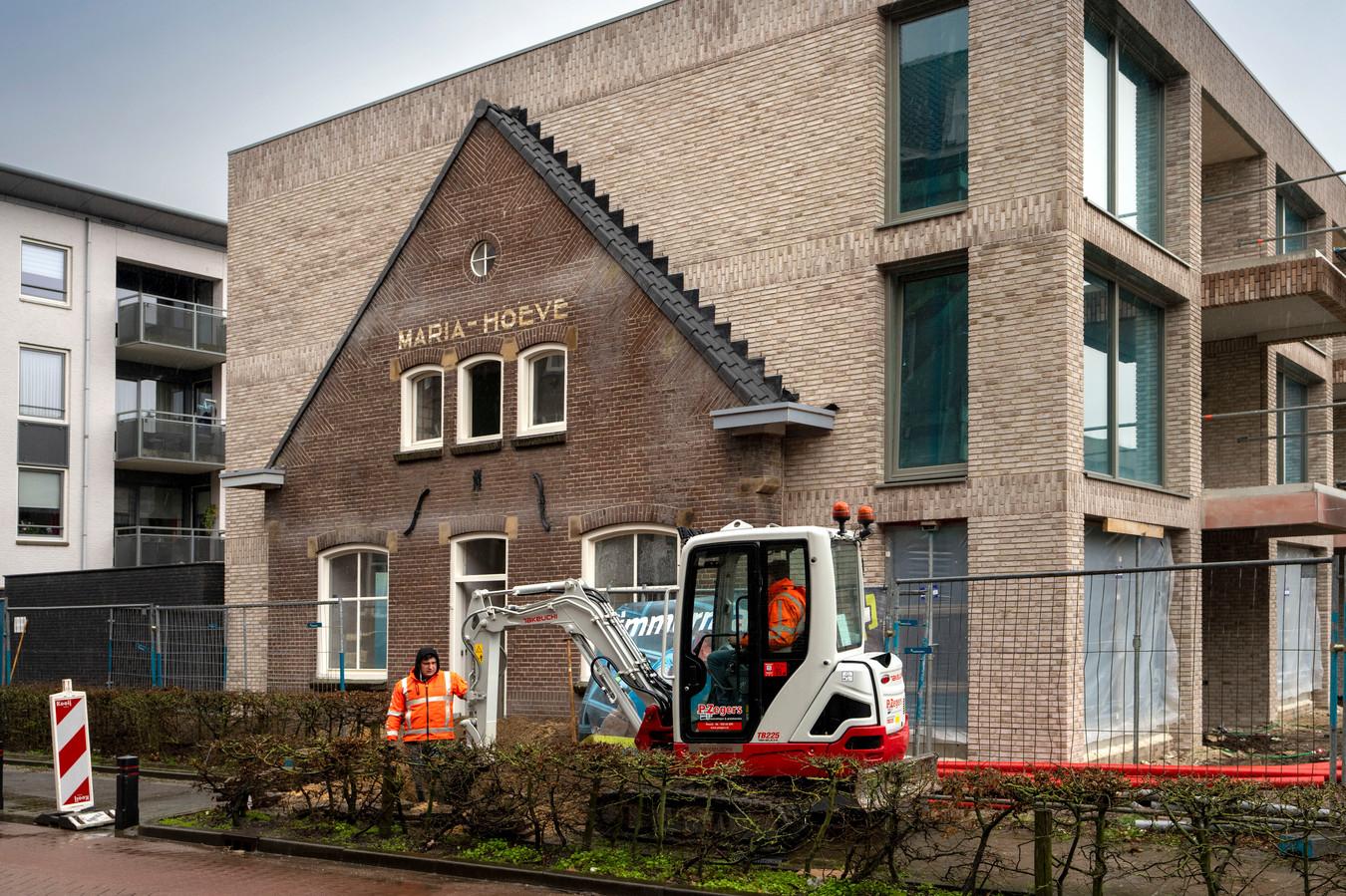 In Schijndel werden onlangs nieuwe woningen opgeleverd op de plek van de oude Maria-Hoeve aan de Pastoor van Erpstraat.