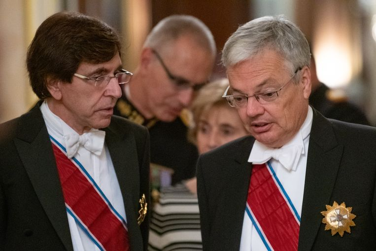 Waals minister-president Elio Di Rupo en ontslagnemend minister van Buitenlandse Zaken Didier Reynders (MR) woonden gisteravond het plechtige banket bij ter ere van het staatsbezoek van koning Filip aan het Groothertogdom Luxemburg.