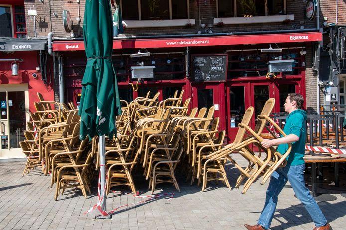 In Tilburg maakt de horeca zich klaar voor de opening van de terrassen op woensdag.