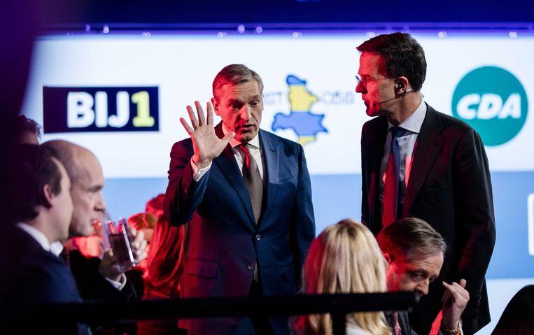 Ook bij de gemeenteraadsverkiezingen speelden landelijke politici de hoofdrol: hier Sybrand Buma (CDA) en Premier Mark Rutte tijdens het televisiedebat aan de vooravond van de gemeenteraadsverkiezingen. Beeld ANP