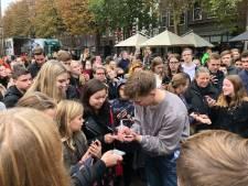 Enorme drukte bij optreden rapper Snelle in Mediamarkt Apeldoorn