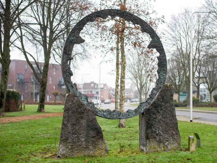 'De Cirkel' verbeeldt een open plek in het bos, maar je mag er ook een brandende hoepel in zien