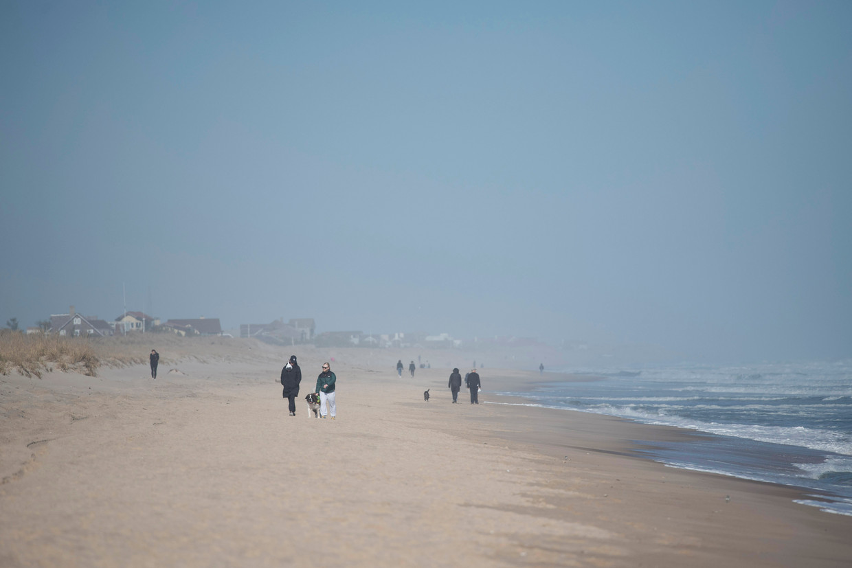 Het strand in East Hampton in de staat New York, waar veel rijke New Yorkers een tweede huis hebben.  Beeld Karsten Moran/Redux