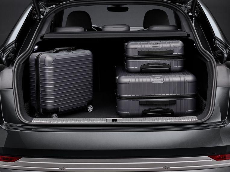 In de bagageruimte (met 660 liter ook al riant) passen koffers.  Beeld