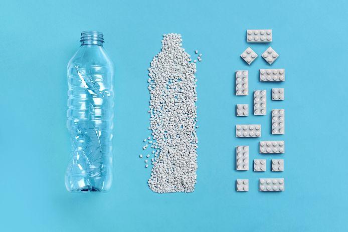 De Deense speelgoedfabrikant LEGO heeft bouwsteentjes ontwikkeld die volledig gemaakt zijn op basis van gerecycleerde petflessen.