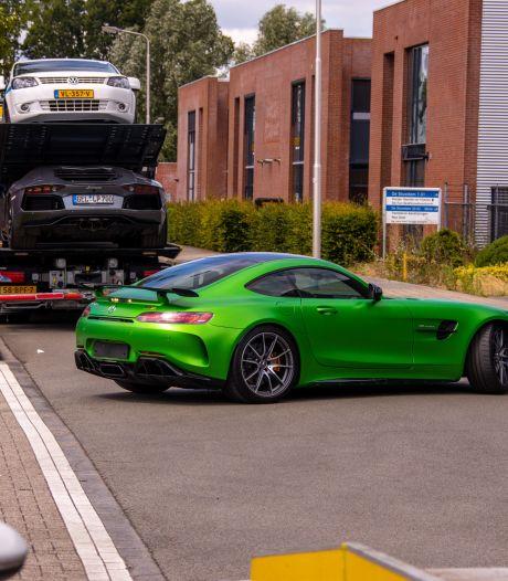 Grote politie-invallen in Amersfoort en Eemnes: peperdure Lamborghini en Mercedes in beslag genomen