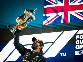 """Lewis Hamilton is tevreden na zenuwslopende finish: """"Wist dat het moeilijk ging worden om Max af te houden"""""""