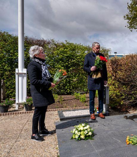 'Het zien van de namen komt harder binnen'; Huissenaren onder indruk van nieuw monument