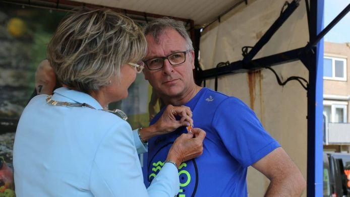 Wim van den broek kreeg onlangs een Koninklijke Onderscheiding uit handen van burgemeester Jobke Vonk.