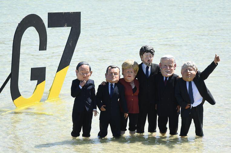 Actievoerders van Extinction Rebellion vragen verkleed als de G7-leiders aandacht voor het klimaat. V.l.n.r. premier Shuga (Japan), president Macron (Frankrijk), bondskanselier Merkel (Duitsland), premier Trudeau (Canada), president Biden (VS) en premier Johnson (VK). Alleen premier Draghi (Italië) ontbreekt. Beeld Getty Images