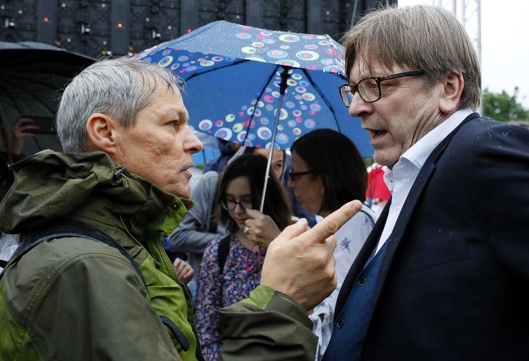De Roemeen Dacian Ciolos (links) wordt de opvolger van Guy Verhofstadt. Beeld EPA