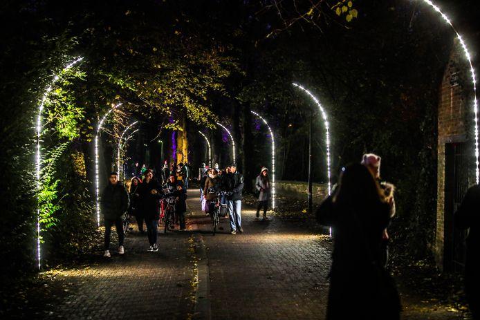 De lichttunnel richting Minnewaterpark.