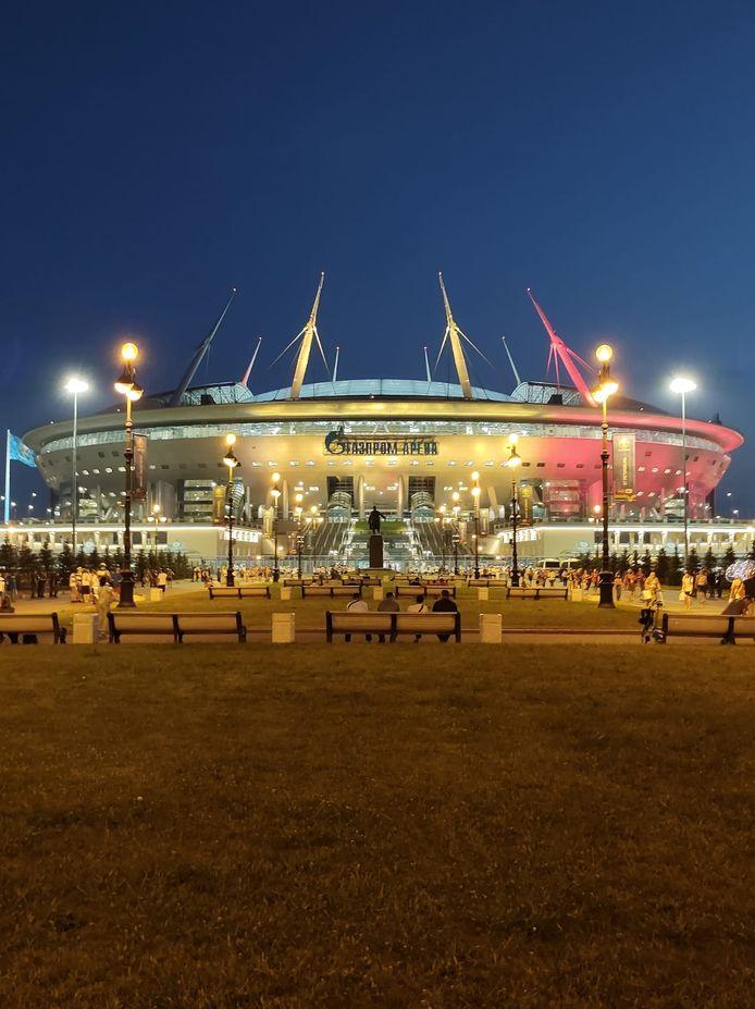 Het Krestovskistadion in de tricole kleuren na de 0-2-zege.