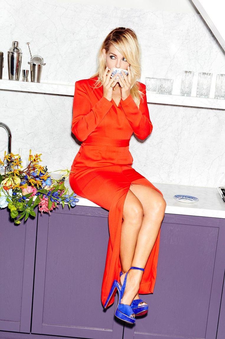Oranje lange jurk: & Other Stories Beeld Valentina Vos