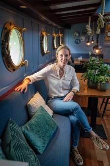 Nelke schippert met een restaurantboot in coronatijd: 'Je moet creatief zijn'