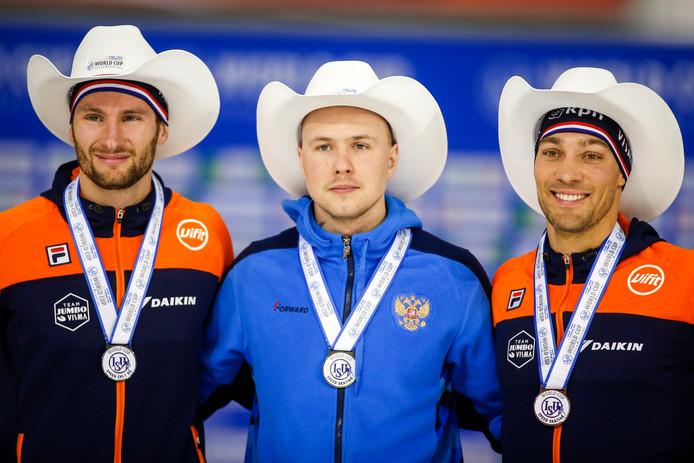 Thomas Krol, Pavel Koelizjnikov en Kjeld Nuis op het podium na de 1000 meter afgelopen weekend bij de wereldbeker in Calgary.