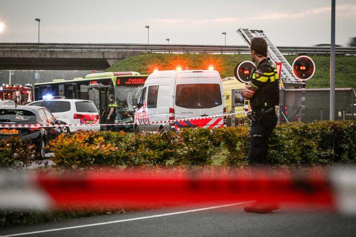 Bij een botsing tussen twee stadsbussen in Almere zijn meerdere gewonden gevallen.