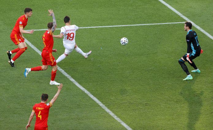 Vlak voor tijd leek Zwitserland op 1-2 te komen, maar het doelpunt van Mario Gavranovic werd na ingrijpen van de VAR afgekeurd wegens buitenspel.