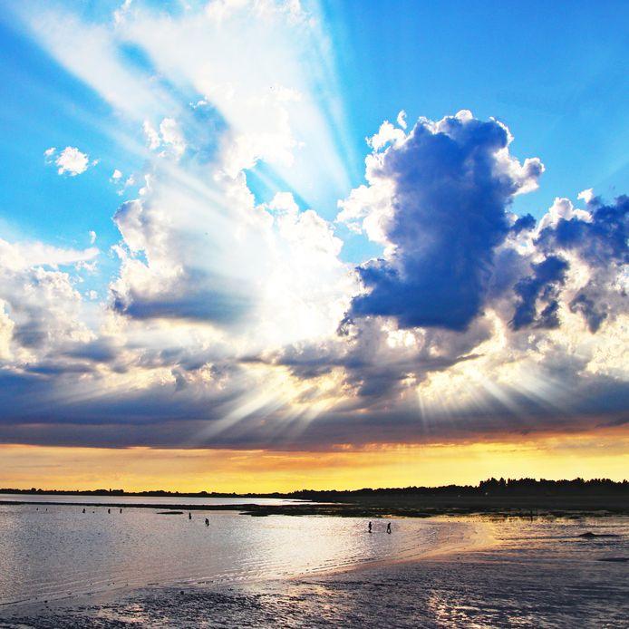De achtste weekwinnaar van ED Zomerfoto 2020: Een waar kunstwerk. De zon gaat onder aan het Grevelingenmeer in Zeeland.
