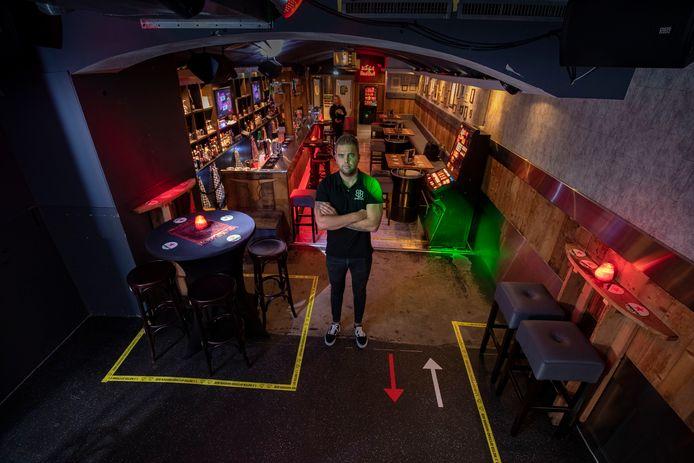 Marcel van Veen, eigenaar van Club Barbaars in Kampen, heeft zijn club omgetoverd tot snackbar.