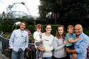 Zanger Dennie Damaro (49) met z'n vrouw Nathalie (30), hun zoontje Jasper (4) en haar mama Maria (59).