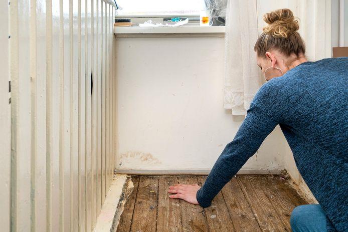 Vochtoverlast en schimmelvorming zijn een terugkerend problemen voor een Arnhemse familie in een huurwoning in Malburgen-Oost.
