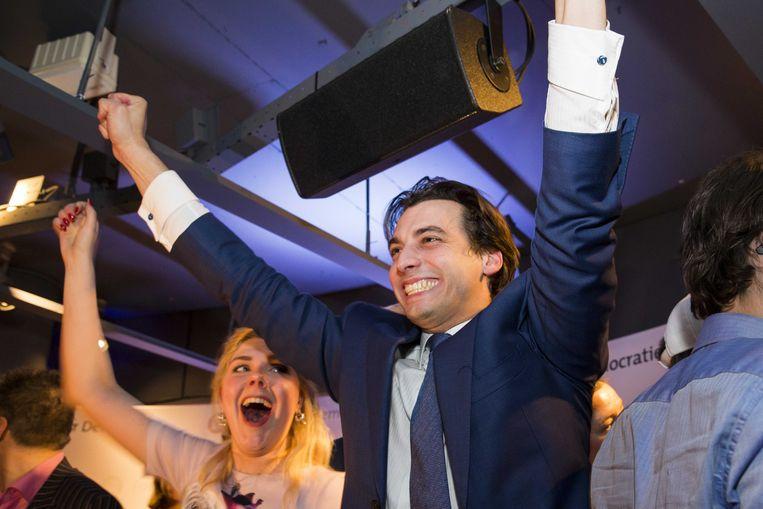 Lijstaanvoerder Thierry Baudet viert de behaalde zetels met partijleden in Level Eleven tijdens de uitslagenavond van Forum voor Democratie. Beeld ANP