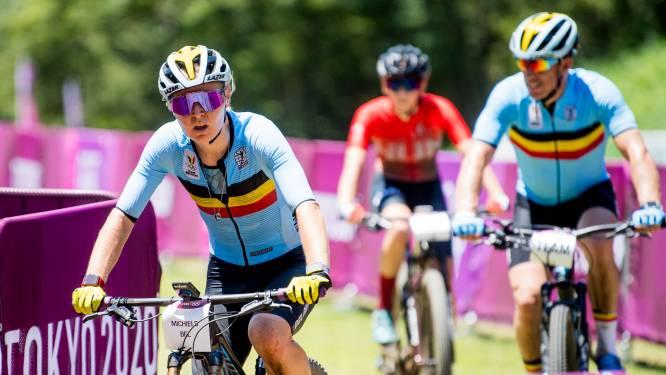 """Dé plank blijft wel liggen tijdens mountainbikerace voor vrouwen: """"Wie het nog snapt, mag het zeggen"""""""