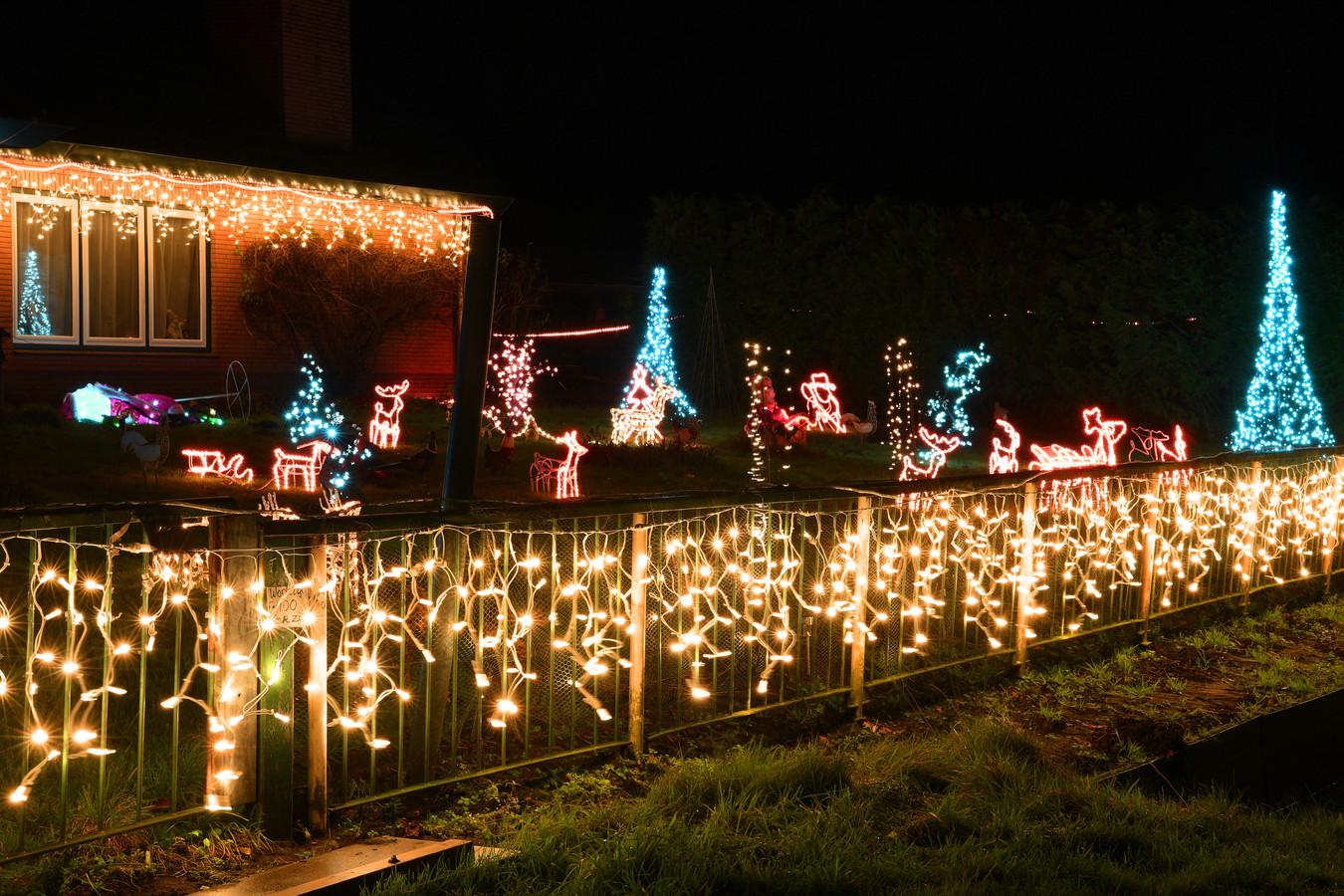 Huizen in Bavel helemaal omgebouwd tot kersthuis in kleur, licht en sfeer.