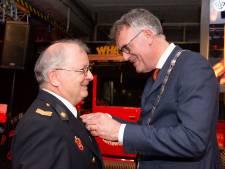 Brandweerlieden Van Venrooij en Van den Breekel in Oisterwijk onderscheiden
