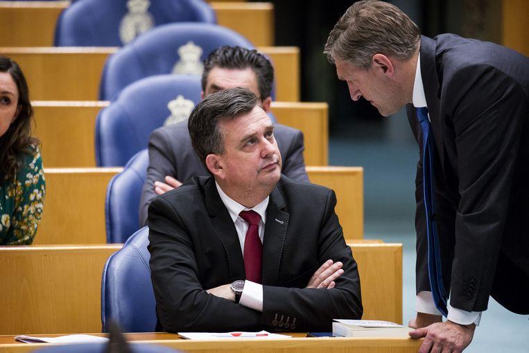 Sybrand Buma (rechts) was de enige kandidaat voor het CDA. Bij de SP klappen ze voor Emile Roemer. Beeld Anp