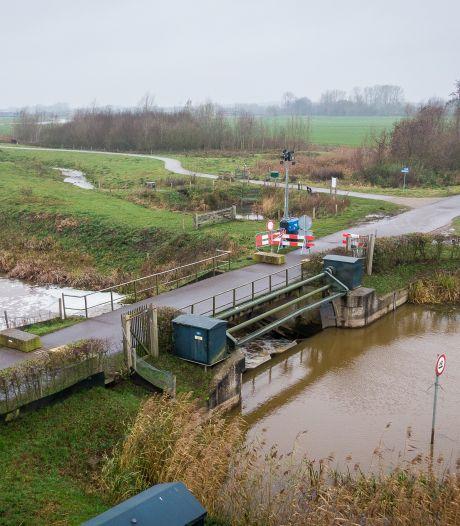 Slechte staat brug De Wulpen in Steenwijk gevaar voor zwaar verkeer