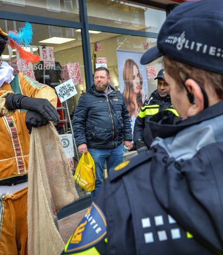 Politie pakt vrouw met mes op bij intocht Sinterklaas in Apeldoorn