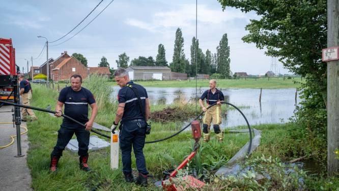 """Brandweer pompt al sinds vrijdag 15.000 liter water per minuut weg in Leest: """"Het trekt weg, maar het blijft dweilen met de kraan open"""""""