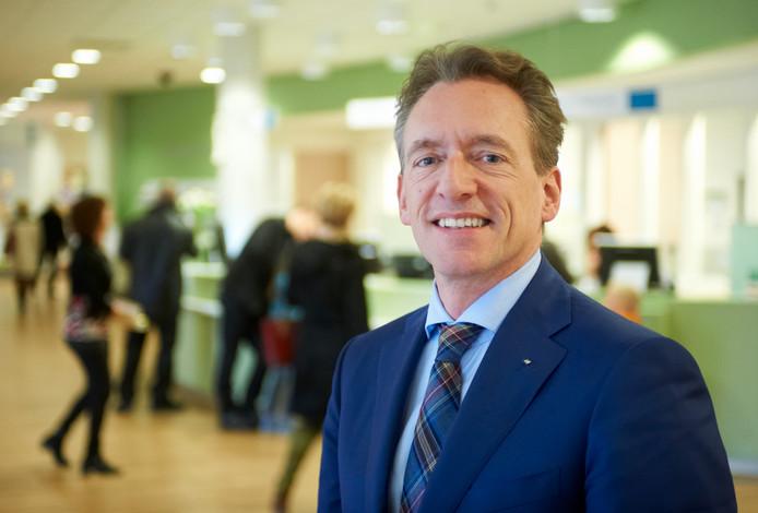 Peter Bennemeer verlaat ziekenhuis Bernhoven.