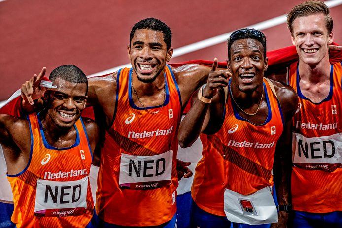 Ramsey Angela, Terrence Agard, Liemarvin Bonevacia en Tony van Diepen na de 4x400 meter.