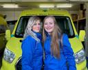 Laura Stronkhorst (23) uit Nunspeet en Suzanne de Weerd (20) uit Harderwijk haalden al meer dan 3000 euro op voor de Veluwse Wens Ambulance. Op 28 maart wandelen de twee 60 kilometer naar Amsterdam.