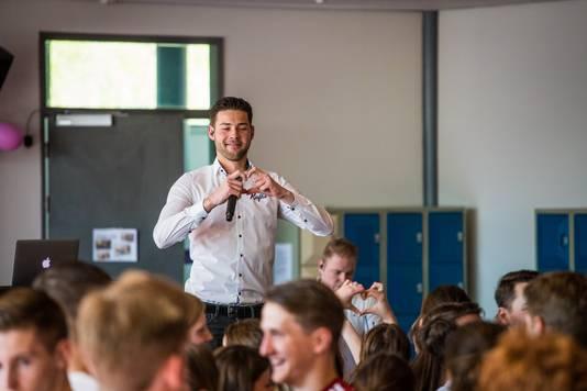 Zanger Kafke voelde veel liefde voor de leerlingen.