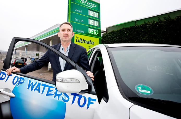 Jan Paul Kerkhof rijdt al twee jaar een auto op waterstof.  'Het rijdt heerlijk.'