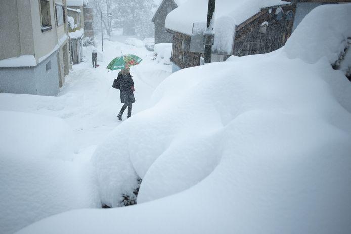 Zware sneeuwval in Valens, Zwitserland. Beelden van 14 januari.