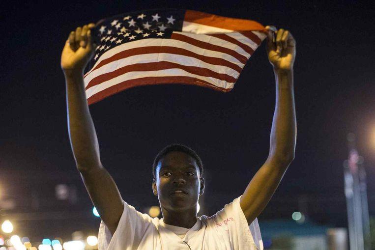 Een demonstrant in Ferguson Beeld reuters