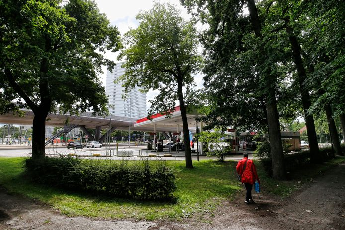 Tankstation op 24 Oktoberplein grenzend aan het Rachmaninoffplantsoen in Oog in Al.