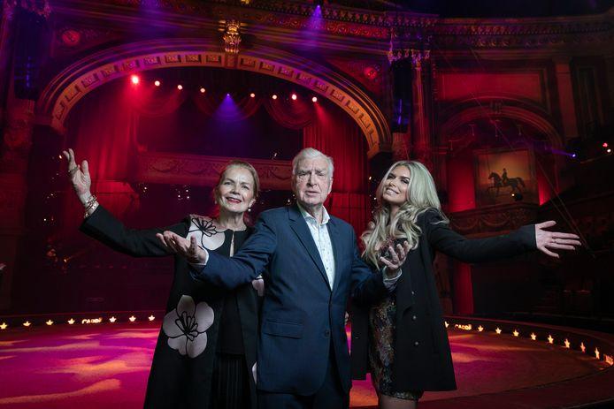 Henk met Monica en Elisa op het podium van Carré.