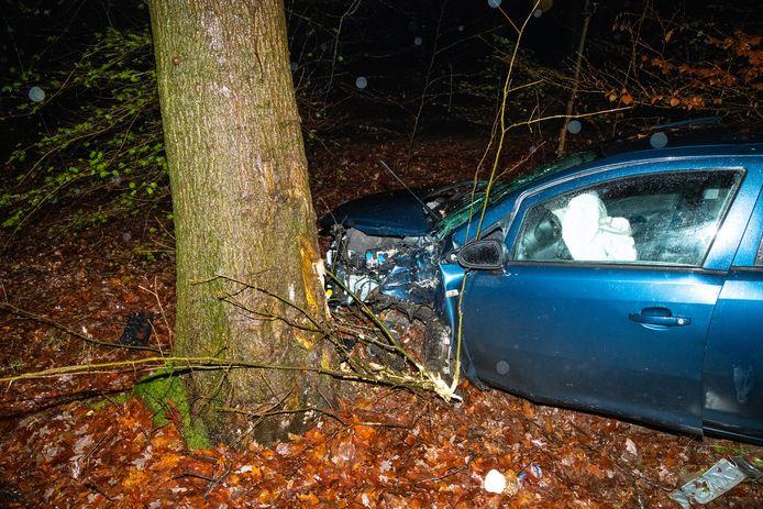 Een automobilist is zondagavond gewond geraakt bij een eenzijdig ongeval op de Soerelseweg bij Epe.
